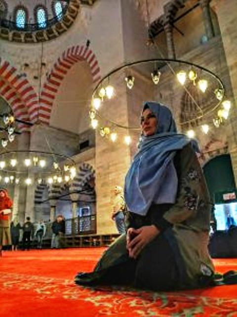Acompanhar uma oração numa mesquita