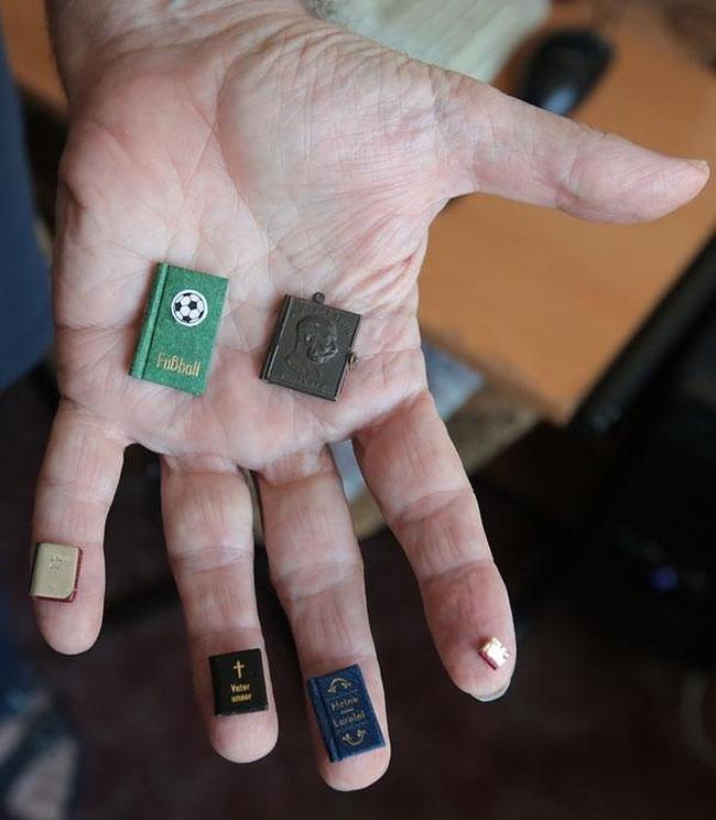 02-Jozsef-Tari-Private-Collection-of-5200-Miniature-Books-www-designstack-co