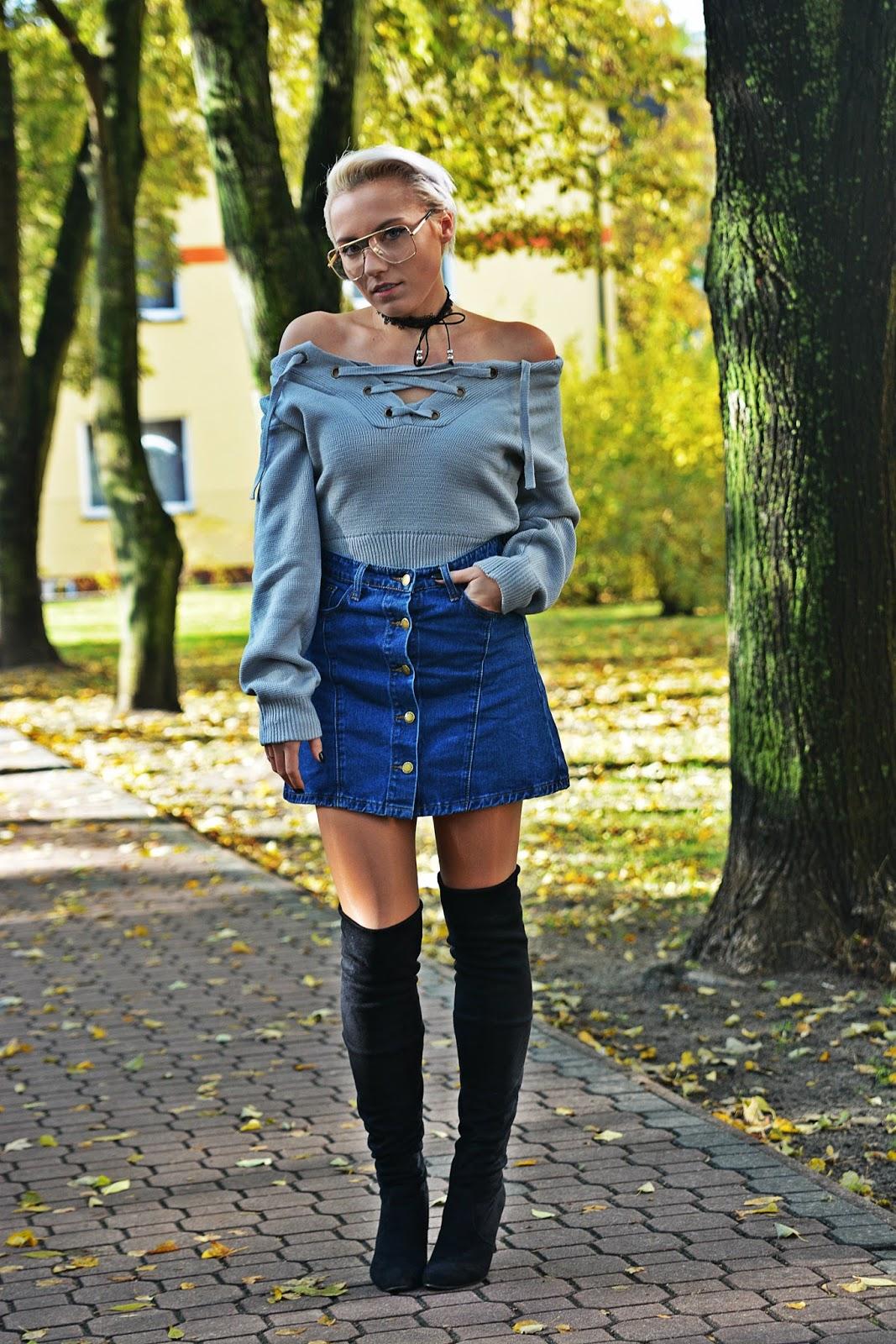 szary_plaszcz_spodnica_jeans_guziki_bordowa_ramoneska_karyn1