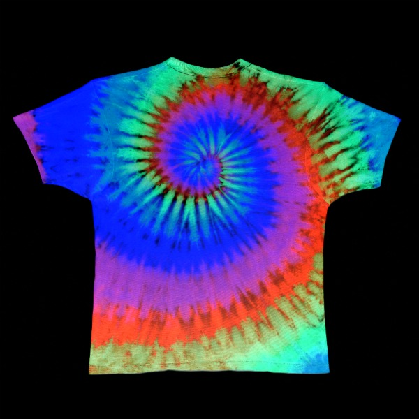 FUN KID CRAFT:  Make t-shirts that glow in the dark!  This is SO COOL!!