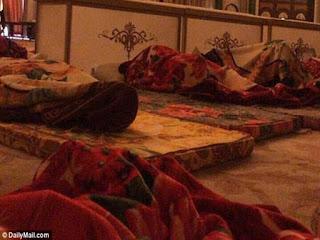 ديلي ميل: الأمراء المحتجزون في السعودية يُضربون ويُعلّقون من أرجلهم