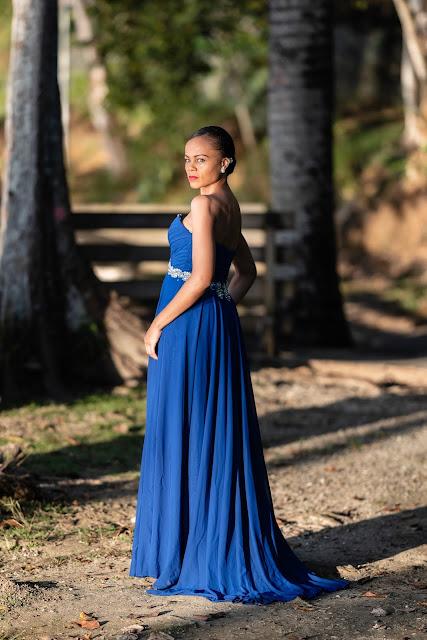portrait modèle guadeloupe robe bleue