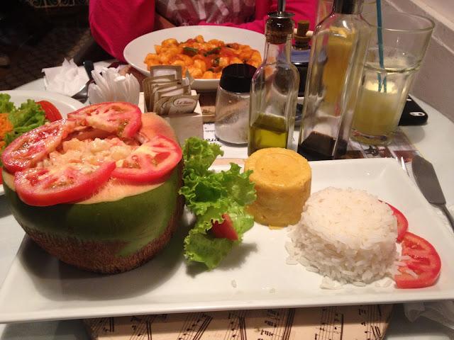 Camarão no coco verde - Restaurante Solar das Artes