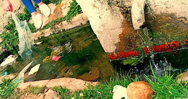 مجاري المياه بتغرامت، جنة يدمرها البلاستيك