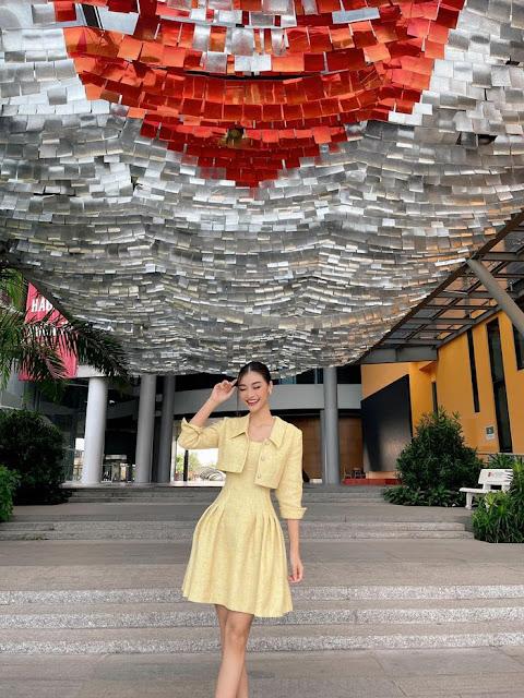 Á hậu Kiều Loan khoe nhan sắc yêu kiều với bộ váy vàng thanh lịch.