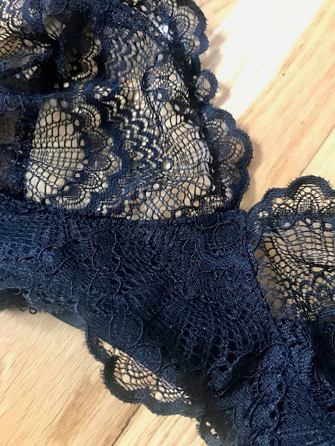 Diary of a Chain Stitcher: Black Scalloped Edge Lace Cloth Habit Watson Bra