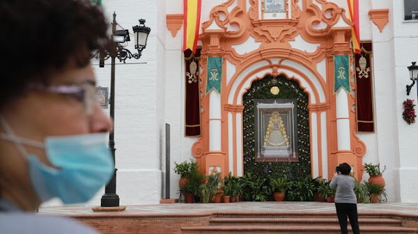 """Almonte celebrates the procession of the Virgen del Rocío de Reina with a """"contained festival"""""""