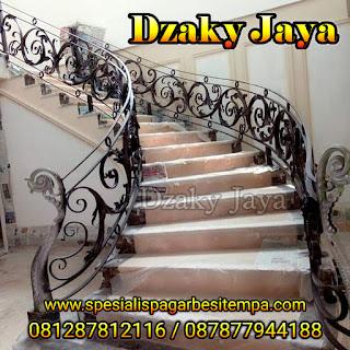 Model railing tangga besi tempa, railing tangga klasik terbaru untuk rumah klasik.
