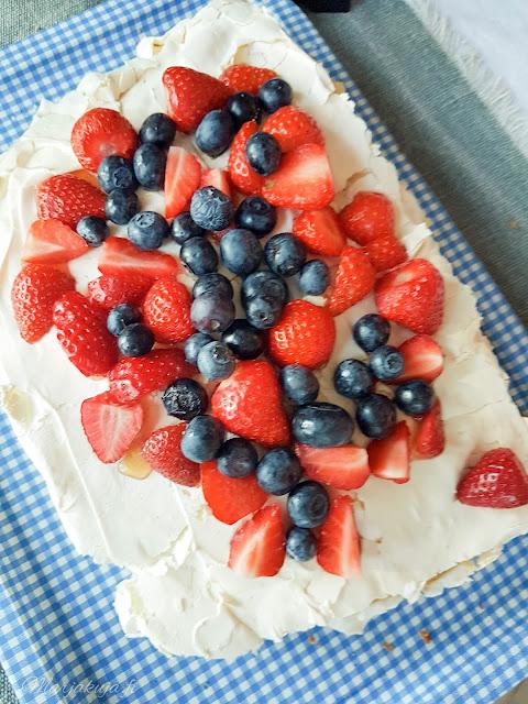 britakakku leivonta mansikka mustikka kakku kesä  juhannus mansikkakakku