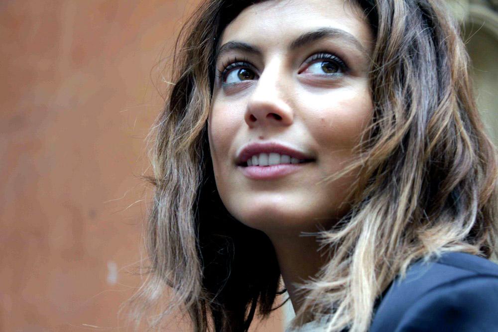 HOT & Sexy HD Wallpaper & Photos Of Italian Actress