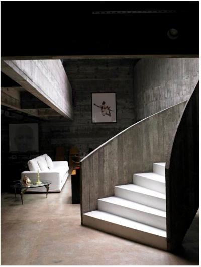 biało betonowe schody