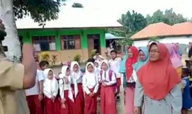 Emak-emak Demo di Depan Sekolah, Jika Sekolah Masih Diliburkan, Kami Pindahkan ke Sekolah Lain