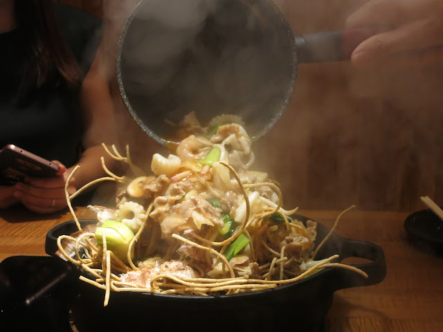 Deep-fried Soba with Savoury Spicy Seafood Sauce