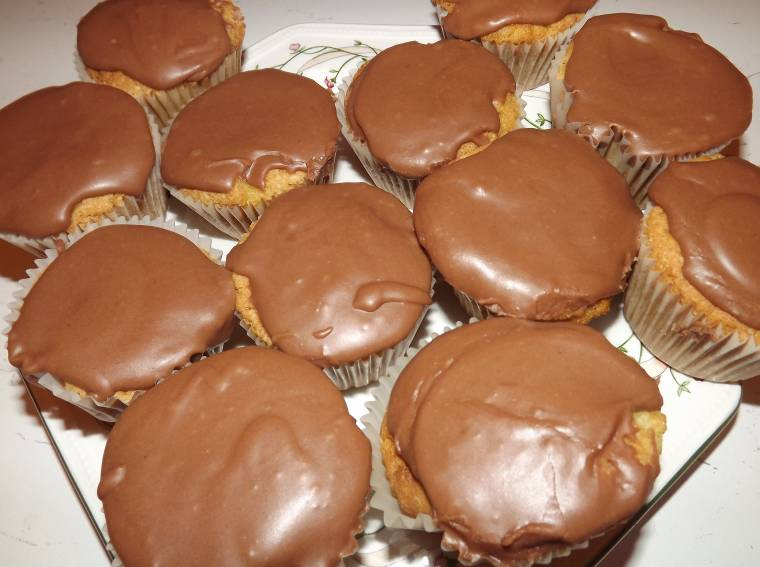 Creative Thursday Get Your Bake On: Chocolate Cupcakes