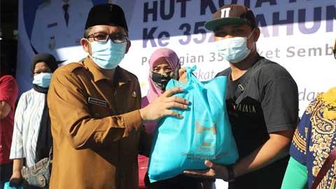 Wako Padang Serahkan Bantuan Sembako