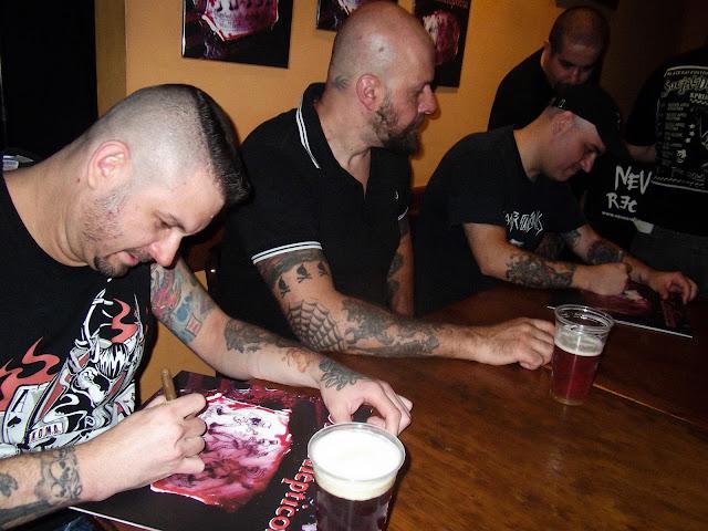 Os Catalepticos se reeencontram para sessão de autógrafos do relançamento do seu primeiro álbum