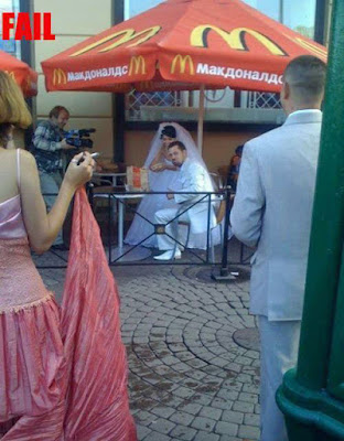 Heiraten lustig - Hochzeitsfeier bei McDonalds