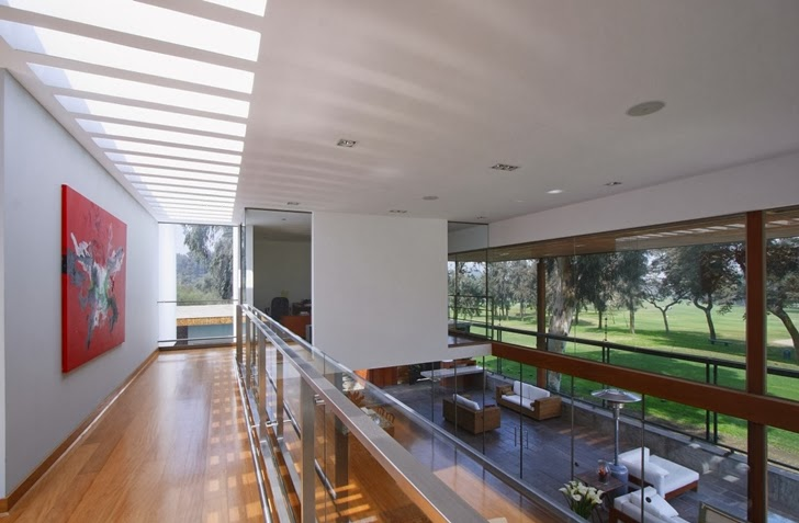 Interior balcony in Cachalotes House by Oscar Gonzalez Moix