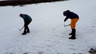 Step cutting on Aviemore New Year winter skills course