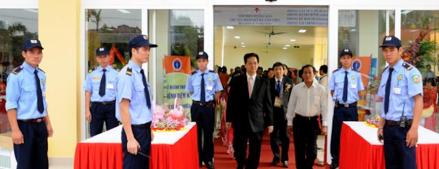 Bảo vệ Yếu nhân tham gia sự kiện