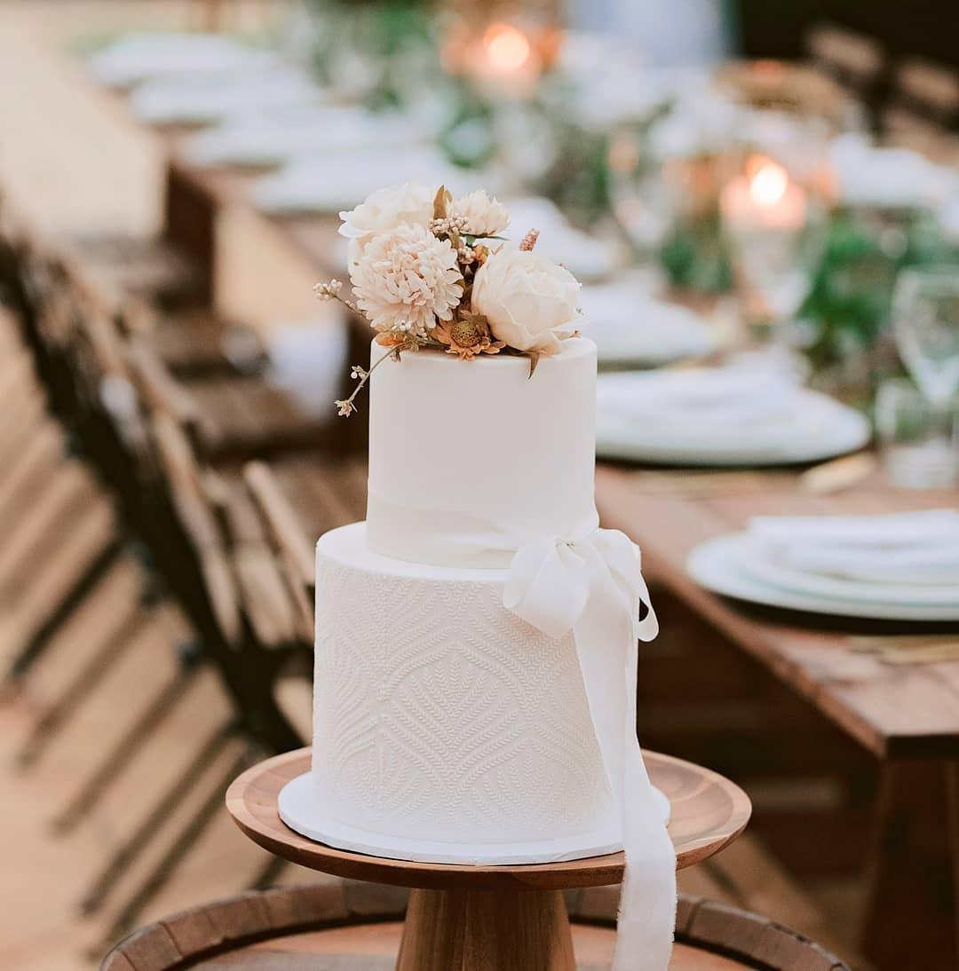calli b photography sunshine coast wedding cake designer cakes