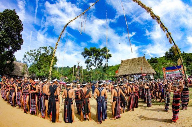 Lễ hội ăn lúa mới và lễ hội Blễh của người Xê Đăng Mơnâm huyện Kon Plông
