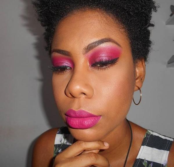 Maquiagem com Batom Rosa - Outubro Rosa