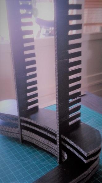 tablette pour lit sur lev ou superpos ma maison est en carton. Black Bedroom Furniture Sets. Home Design Ideas