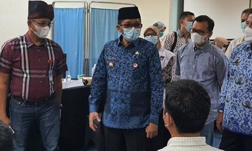 Walikota Padang Tinjau Vaksinasi Covid19 Ke 2 Perumda Air Minum Kota Padang