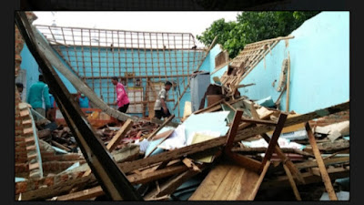 Akibat Hujan Deras, Atap Kantor SMP Ma'arif Labuhan Maringgai Ambruk