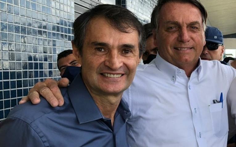 """""""É Romero lá, né?"""", diz Bolsonaro ao sugerir candidatura do ex-prefeito de CG a governador da PB"""