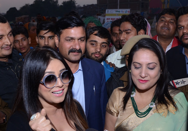 Mahima Chaudhary requesting Faridabad residents to support MCF smartcity programme
