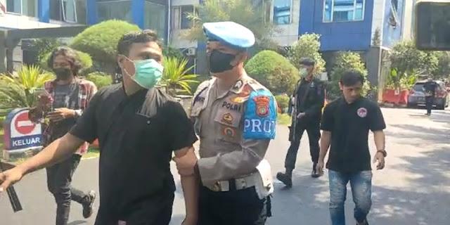 Pria Kabur yang Bikin Heboh di Halaman Polda Metro Jaya Bukan Tahanan