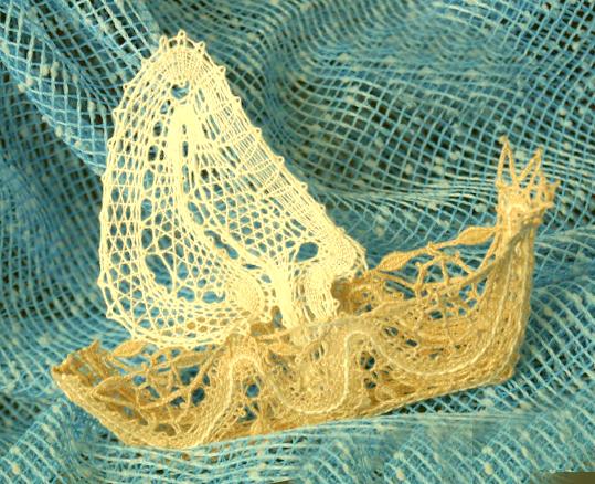 Лодка - вологодское кружево