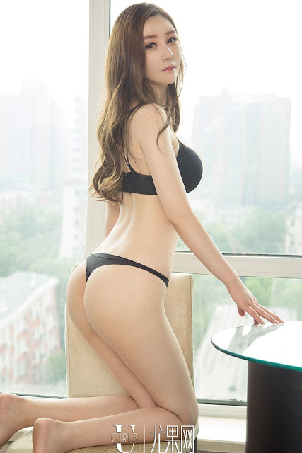 Hot and sexy photos of beautiful booty asian hottie chick Chinese babe model Yi Ge photo highlights on Pinays Finest Sexy Nude Photo Collection site.