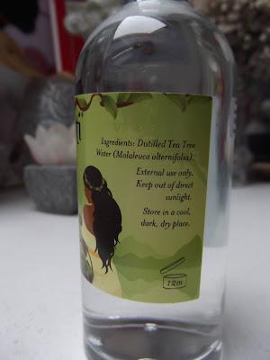 Akamuti Tea Tree kvetinová voda  zloženie