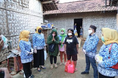Riana Sari Arinal Beri Hidangan Buka Puasa untuk Lansia dan Anak Terlantar di Kawasan Natar