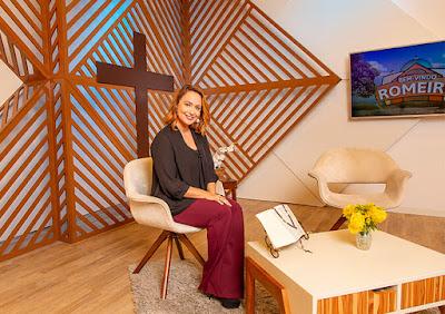 Bianca Láua, apresentadora do Bem-Vindo Romeiro, estará na capital paulista - Crédito: Juan Ribeiro / Divulgação TV Aparecida