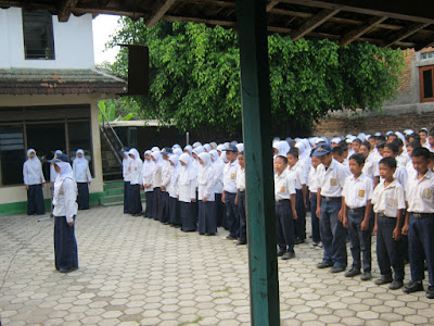 Teaching English Vocabulary Of Using Random Pictures Technique To Improve The Student Ability At First Year Of SMP Islamiyah Widodaren On Academic Year 2012/2013