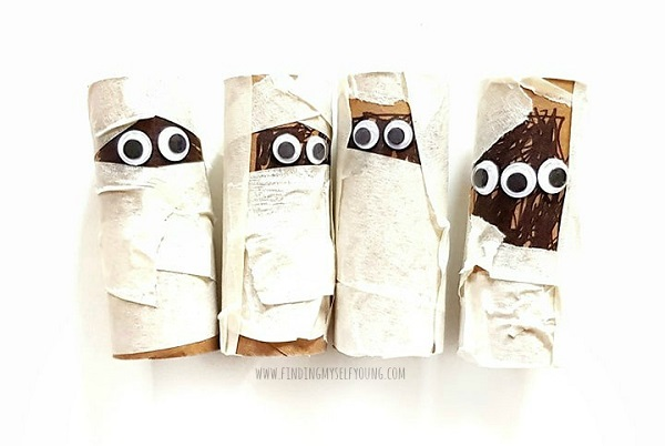 halloween mummies made from toilet paper rolls and masking tape