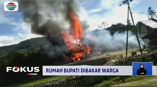 Kesal Dibohongi, Warga Bakar Rumah Bupati Pegunungan Bintang Papua