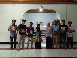 Karang Taruna Desa Lembang Lohe dan Mannanti Salurkan Bantuan Al-Qur'an