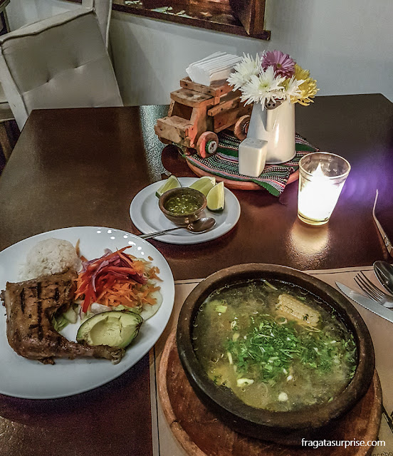 Gallina Criolla, prato típico da Guatemala, servido no Restaurante 7 Caldos