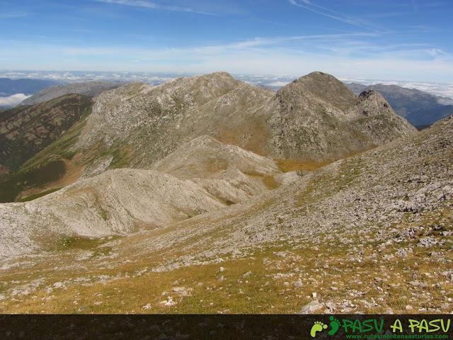 Bajando la ladera del Colines para ir al Cigacha