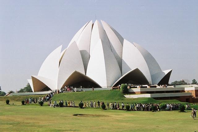 Lotus Temple, Best Places to Visit in Delhi