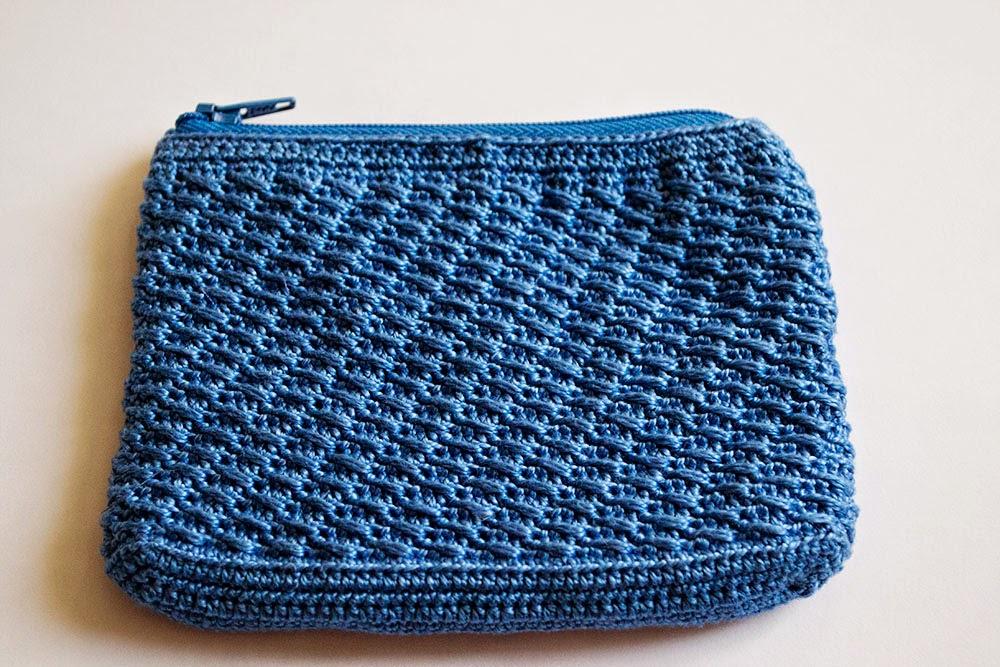 Pequeña bolsa de ganchillo con cremallera