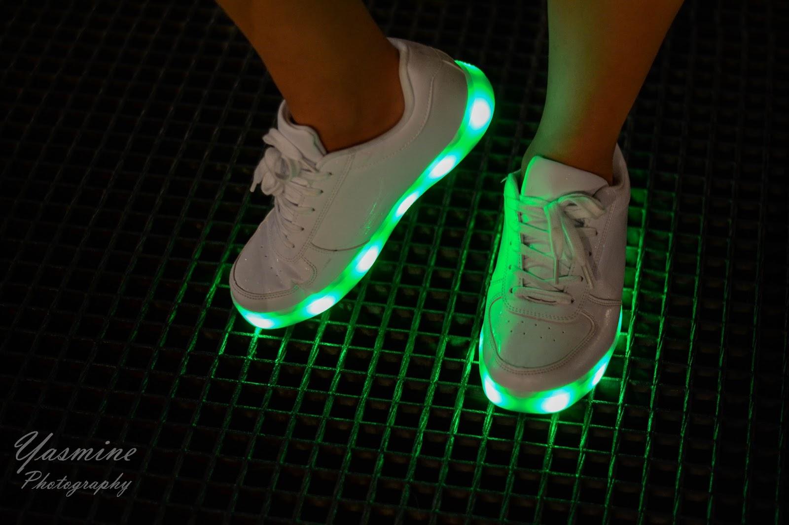 stylizacje festiwalowe ze smeakersami sneakersy disco light renee recenzja melodylaniella lookbook fashion inspiracje