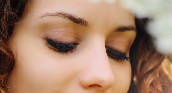 71b2c01c39c А зря. При умелом использовании сии средства визажа станут нашими  союзниками. Тени для женщин после 40 лет  макияж для ягодок.