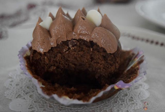 Cupcakes de chocolate bajos en hidratos con frosting de chocolate