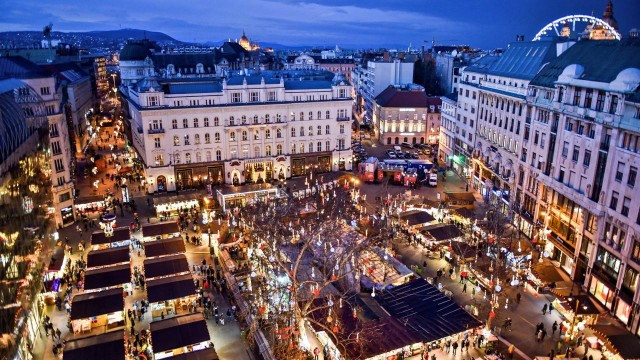 piazza-vorosmarty-poracci-in-viaggio-credit-to-bftc
